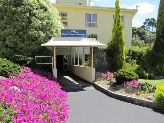 Wrest Point Motor Inn: Main Entrance of the Mountain Side