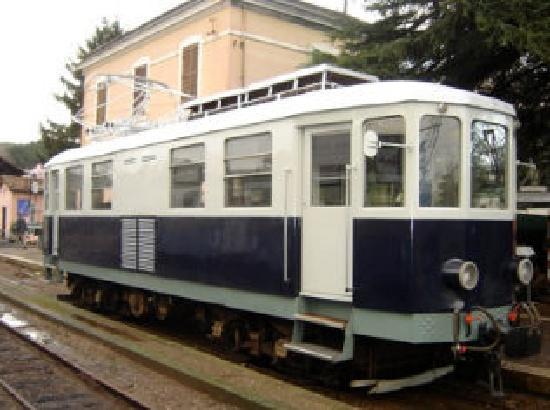 Colonna, Italy: Carrozze e locomotrici 2