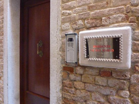 Residenza La Campana: Where you check in
