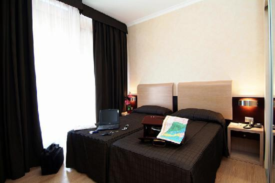 Euro House Rome Airport: twin bed room