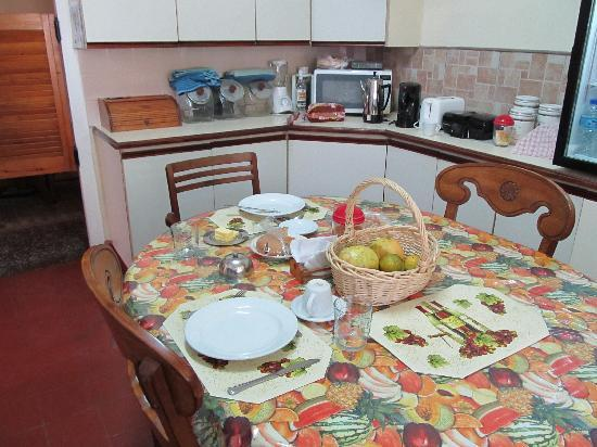 Samise Villa: Kitchen with good breakfast