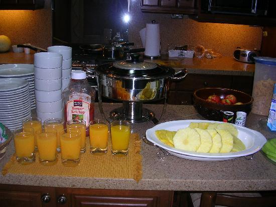 Casa Florencia Hotel: Our breakfast (hotel's kitchen)