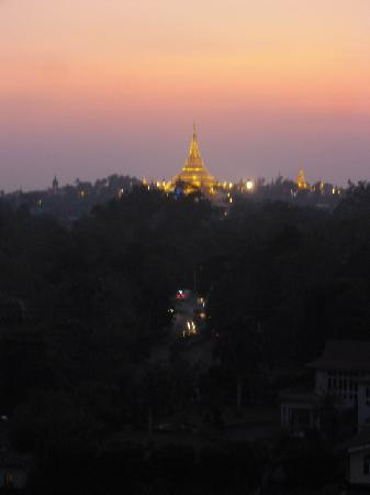 Chatrium Hotel Royal Lake Yangon : Stunning view