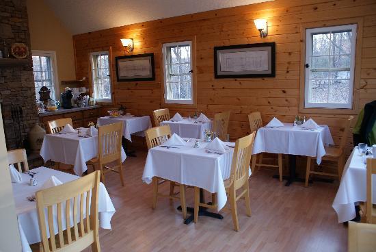Carmel Cove Inn at Deep Creek Lake: Breakfast area