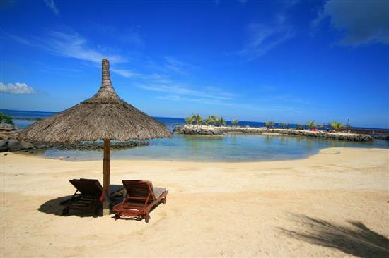 InterContinental Mauritius Resort Balaclava Fort: The Beach 2