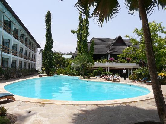 Bamburi, Kenya: quiet pool