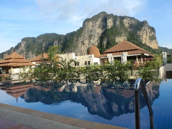 Aonang Cliff Beach Resort: The pool 3
