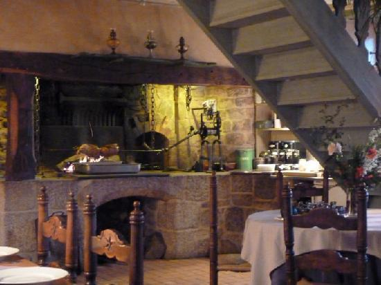 Entraygues-sur-Truyere, France: Spitfire roast in restaurant