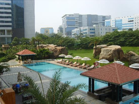 The Westin Hyderabad Mindspace: Pool and business park skyline