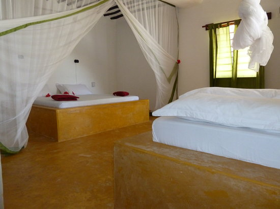 Red Monkey Beach Lodge: detail of room 6
