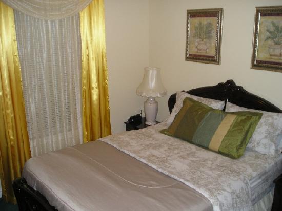 Susan's Villa: Italian Room - beautiful furniture from Italy