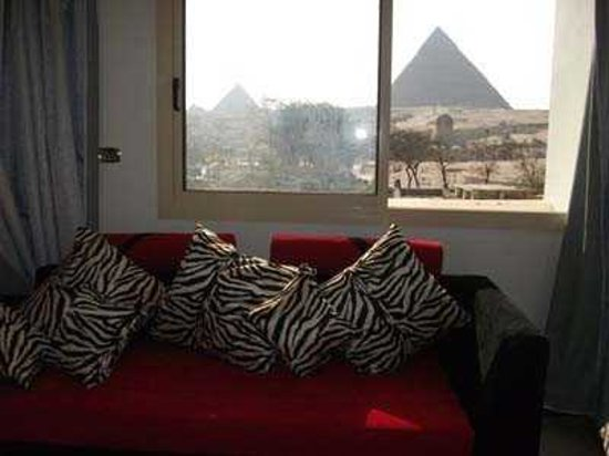 Pyramids View Inn: bed room view