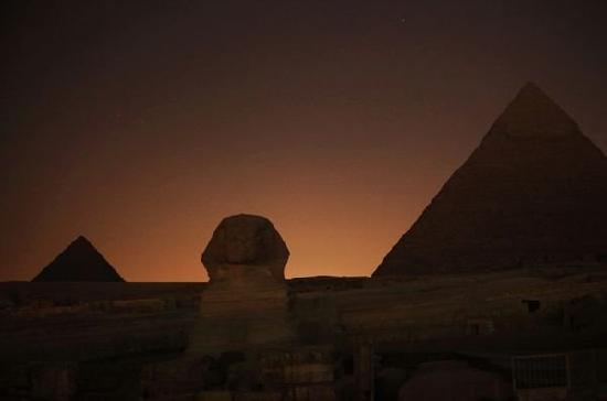 Pyramids View Inn: before dark