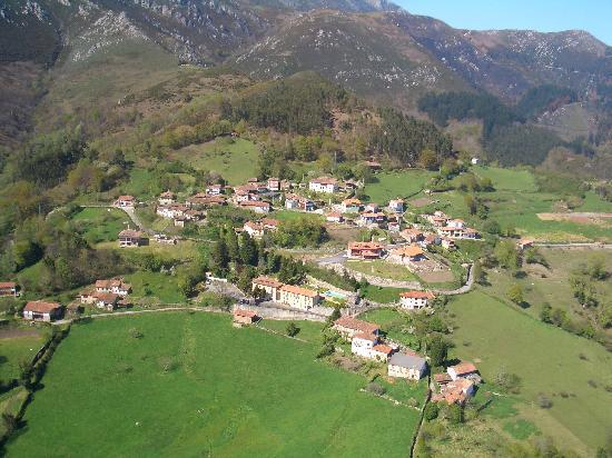 Cofino, Spania: Vista aerea de Cofiño, la aldea