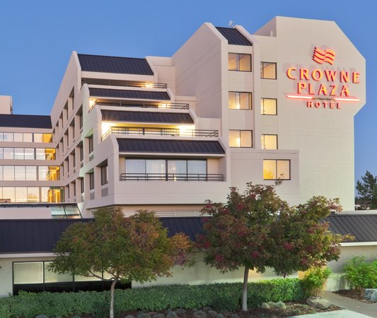 Crowne Plaza Foster City - San Mateo: exterior night