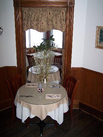 Alice's Restaurant : Snowed in at Alice's ~ cozy inside