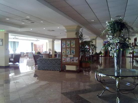 Aloe Hotel: Reception and lobby area