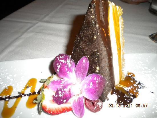 Dewz Restaurant: cake for dessert