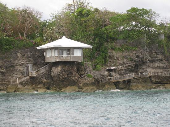 Siaton, Filipinler: The presidential suite viewed from the resorts catamaran