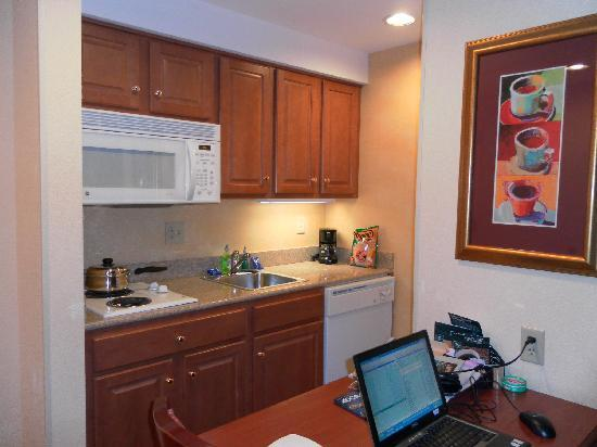 Homewood Suites Valley Forge: The kitchen