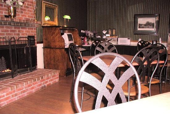 FairBridge Inn Express at Windsor Oaks: Free Continental Breakfast