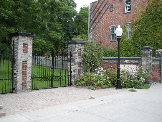 Hill and Dale Manor: Historic Gates on John Street
