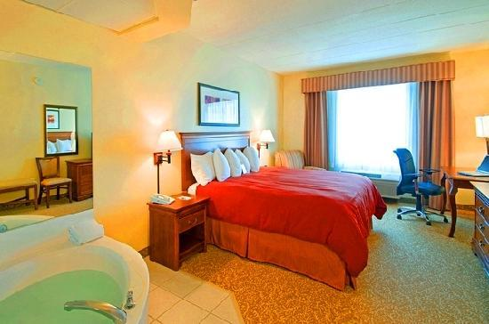 Country Inn & Suites By Carlson, Rapid City: Relax in one of our Jacuzzi Suites