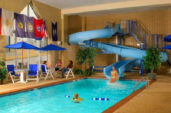 Country Inn & Suites By Carlson, Rapid City: Swimming Pool with 100 foot waterslide