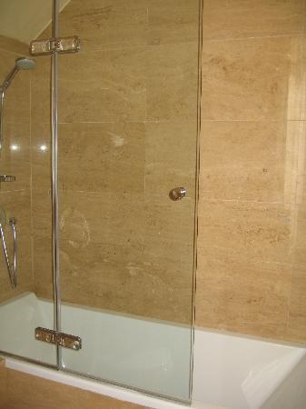Hotel Casa 1800 Sevilla: Great shower, tub