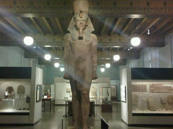 Oriental Institute Museum: Statue of King Tutankhamun