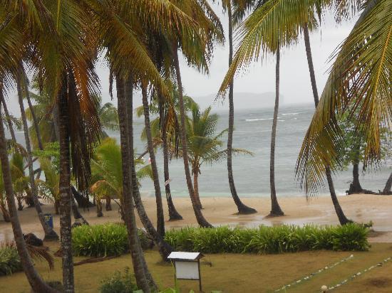 Hotel Todoblanco: Ingreso desde la playa