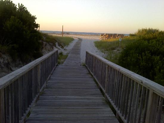 Wildwood Crest, NJ: Walkway to beach from Primrose Ave.