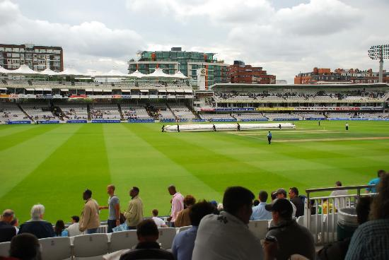 Lord's Cricket Ground : Removing the covers