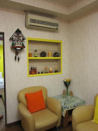 Hualien Sunrise Hostel: Common living room