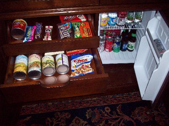 The Delafield Hotel: Mini Bar