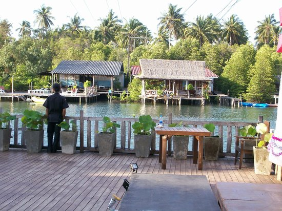 Ko Chang, Tailandia:                   View Annas Resort to Baan Rim Nam