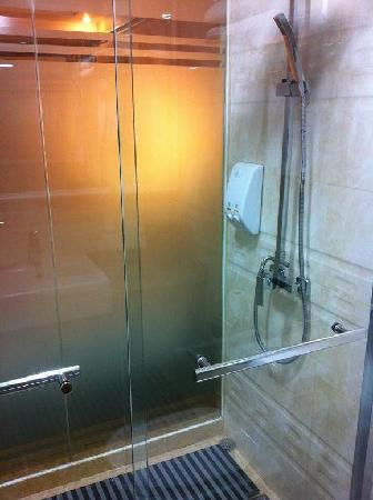 Sanyuanli Hotel : Frosted wall, Bathing section