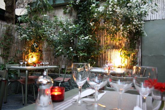 Le Square de Marcadet : Le Square Mercadet, idyllic patio for springtime dining