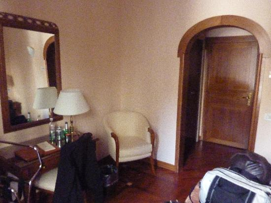 Pierre Hotel Florence: Inside the room, viewed from the window