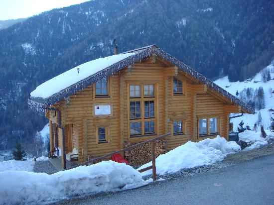 Alpine Comfort: Chalet by day