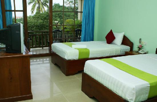 Mekong Central Hotel: twin balcony ensuite