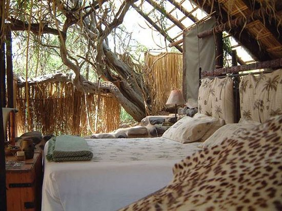 Zingela Safaris & River Camp