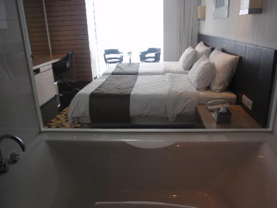 Padma Hotel Bandung: Premier Room   From Bathtub