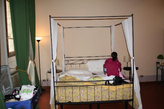 Relais Uffizi: View of Bed from front entryway