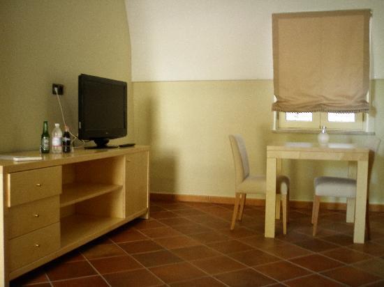 Presicce, Italia: arredamento SUITE (tv non funzionante ndr)