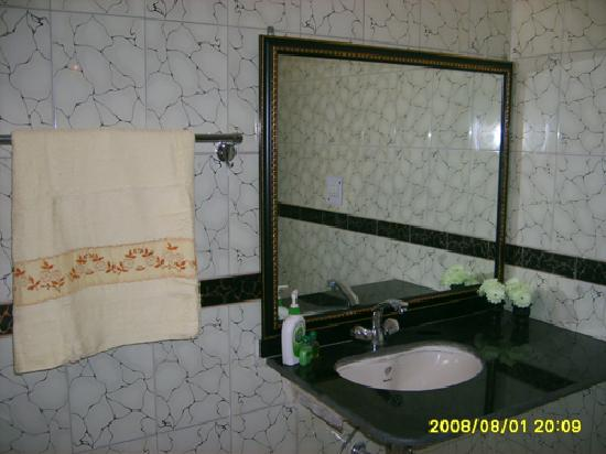 Anubhav Holiday Home: Insuite bathroom