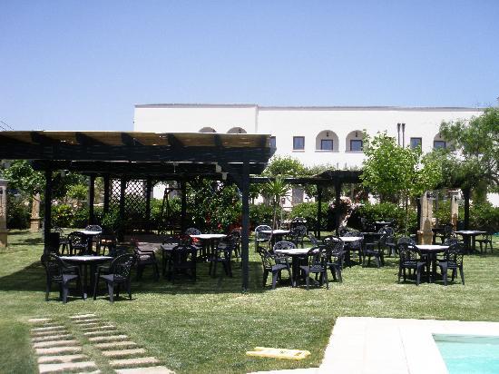 Hotel Montecallini : gazebo in giardino