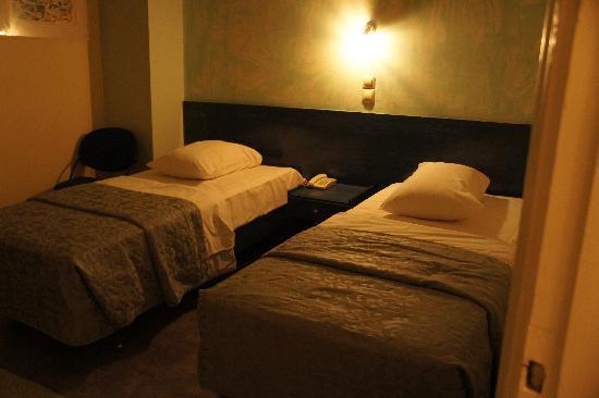 Hotel Nafsika : ツインベッド