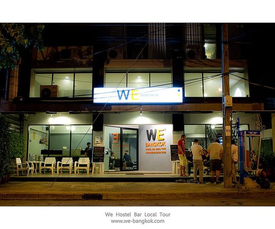 WE Bangkok Hostel: Front of the hostel