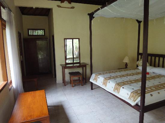 Coco Alami Guest House : La chambre (encore)